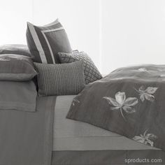 Sproducts — Pair of King Pillowcases (Vera Wang Charcoal Flower) Gray
