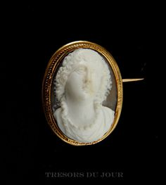 Antique CAMEO 18 kt GOLD frame Rare Neo-Classic two-tone shell cameo, full face portrait in engraved frame;  by TresorsDuJour