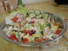 Vypadá skvěle a chutná ještě lépe. U nás doma se po salátu vždy jen zapráší.