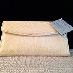 Snakeskin Wallet 🎀 Rare White Albino 🎀 VINTAGE Very rare Albino Vintage Snakeskin Wallet. Includes Checkbook Cover. Never used. Absolute perfect condition. This is  SUPER find at this price💠 Buxton Bags Wallets
