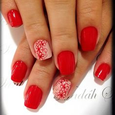Red mani with neutral/floral accent nails.