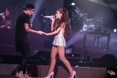 Justin Bieber and Ariana Grande singing as long as you love me Ariana And Justin, Ariana Grande Justin Bieber, Ariana Grande Singing, Justin Bieber 2015, Reef Girls, Ariana Tour, Hottest 100, Queen, Celebs