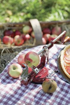 ✿ 3-in-1 apple peeler-corer-slicer i remember grandma had one of these and we wore it out