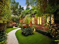 Wrights Terrace Residence: Stables Conversion in Sydney Garden Cottage, Home And Garden, Amazing Gardens, Beautiful Gardens, Terrace Garden, Walled Garden, Side Garden, Backyard Landscaping, Landscaping Ideas