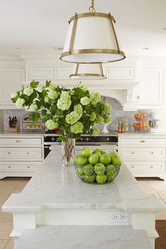 White kitchen design with marble countertops, a large island, and drawers in stead of lower cabinets - White Kitchen Ideas & Decor New Kitchen, Kitchen Dining, Kitchen Decor, Kitchen White, Kitchen Styling, Design Kitchen, Kitchen Ideas, Kitchen Cabinets, Crisp Kitchen