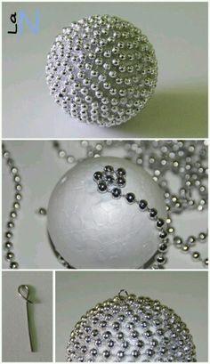 Diy esfera con perlas navideña
