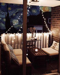 Unser kleiner Mini-Balkon: Tipps, einrichten, Staufläche Small Balcony Decor, Balcony Design, Balcony Ideas, Hookah Lounge Decor, Shisha Lounge, Outdoor Projects, Outdoor Decor, Balcony Lighting, Wooden Terrace