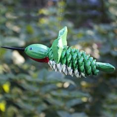 Using objects found in nature, this pinecone hummingbird craft is a great fall project for adults or kids. Make several as ornaments for a holiday tree. Projects For Adults, Fall Projects, Diy Home Decor Projects, Craft Projects, Craft Ideas, Play Ideas, Pine Cone Art, Pine Cone Crafts, Pine Cones