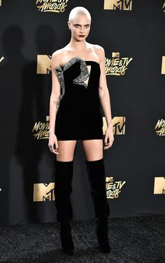 CARA DELEVINGNE Melhores Looks: MTV MOVIE & TV AWARDS 2017