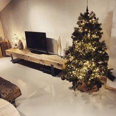 Tv Diy, Shelf Furniture, Tvs, Barn Wood, New Homes, Christmas Tree, Living Room, Holiday Decor, Home Decor