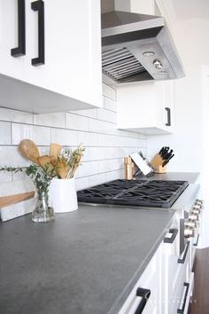 Modern Kitchen Interior Remodeling Lovely Modern Farmhouse Kitchen from Interiors By Sarah Langtry with concrete look quartz counters, white cabinets and matte black hardware - Kitchen Cabinets And Backsplash, Concrete Kitchen, White Cabinets White Countertops, Modern Kitchen, Kitchen Trends, Kitchen Renovation, Kitchen Design Trends, Farmhouse Kitchen Interior, Replacing Kitchen Countertops