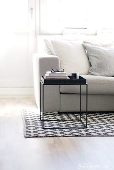 HAYs Tray-table in the livingroom, Char & the city -blog: http://charandthecity.indiedays.com/2013/04/20/kevatraikastus-kaynnissa/