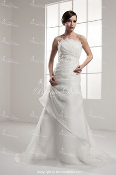 Great A-Line Strapless Satin Sleeveless http://www.BerniceDress.com/Great-A-Line-Strapless-Satin-Sleeveless-p21260.html