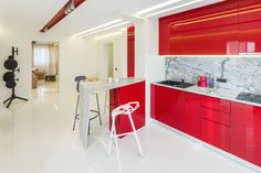 minimalist kitchen with marble countertop, fronts from glossy MDF in marsala color, push-to-open systems for doors orders/price offers at: office Minimalist Apartment, Minimalist Kitchen, Marble Countertops, Marsala, Kitchen Dining, My Design, Doors, Interior Design, Furniture