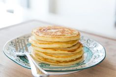 How to Freeze and Reheat Pancakes Types Of Pancakes, Whole Wheat Pancakes, Freeze Pancakes, How To Make Pancakes, Healthy Food Quotes, Healthy Snacks For Adults, Healthy Food To Lose Weight, Vegan Snacks, Clean Eating Snacks