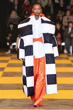 ff463a5bca0 Шах и мат  черно-белая клетка — тренд Недели моды в Париже