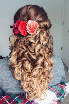 Are you curious about bridesmaid hairstyles trends? We have a collection of gorgeous half-up hairstyles photos to bring you inspiration. #hairstyles #weddinghairstyles #longhairstyles #halfuphairstyles