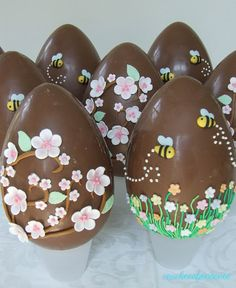 Chocolate Art, Easter Chocolate, Chocolate Lovers, Chocolates, Easter Cookies, Holiday Cookies, Sugar Eggs For Easter, Simnel Cake, Easter Biscuits