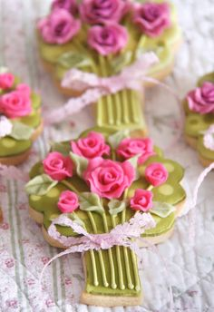 Replicate your Bouquet in cookies!  Cakes Haute Couture - El Blog de Patricia Arribálzaga: Cookies Ramo de Novia