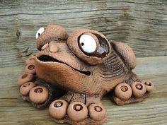 Figurální keramika « Galerie   Keramika - Majka Blažejová Ceramic Pottery, Pottery Art, Pottery Animals, Pottery Sculpture, Salt Dough, Clay Art, Frogs, Crafts To Sell, Whimsical