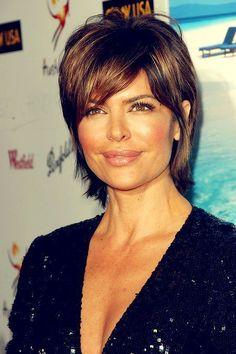 Lisa Rinna layered hairstyle