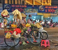 Nightwalk postcards  #nightwalk #haibatrung #hochiminh #streetfood #streetcocktails #bicicleta #vietnã