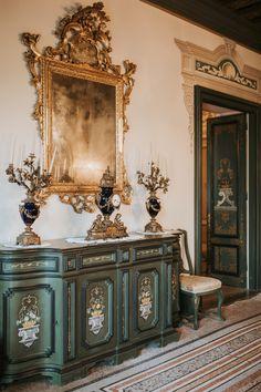 Scorci d'interni ✨ la Sala Verde --- 📷  @anagregoricphoto --- #castellodispessa #castle #interiordesign #luxuryinterior #goldframe #resort #fvg #italy #lounge #interior #castello #sala #arredamento #instadecor #instacastle #instadesign #weddinglocation #weddingresort