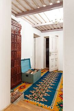House Helpful Tips For traditional interior home door style Rustic Restaurant, House Design, Traditional House, Traditional Interior Design, Traditional Dining, Modern Rustic, Modern, Carpet Colors, Home Deco