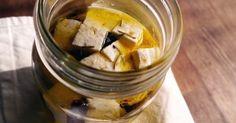 まるでカッテージチーズのような、お豆腐の保存食。サラダに入れたり、そのままおつまみにも。