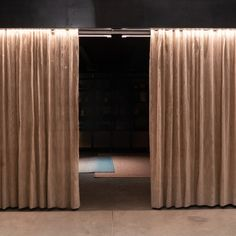 Handwoven texile in Ika Weave. Plantain fiber and copper threads blinds #Handwoven #Blinds #MetalTextile Blinds, Weave, Hand Weaving, Fiber, Copper, Textiles, Curtains, Living Room, Metal