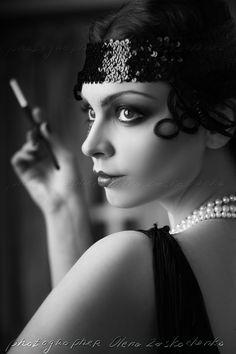 flapper makeup - go more subtle if you're older Flapper Girls, 1920s Flapper, Flapper Style, The Flapper, Flappers 1920s, Flapper Makeup, 20s Makeup, 20s Fashion, Vogue Fashion