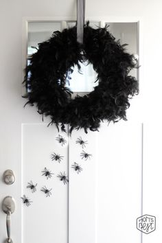 Mom's Best Network: DIY Halloween Feather Boa Wreath