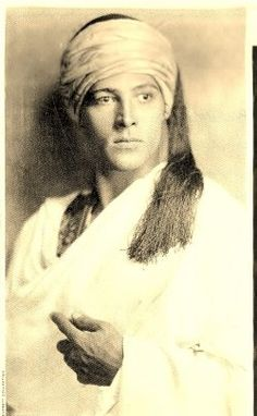 Rudolph Valentino -Le premier et l'éternel! Hollywood Icons, Golden Age Of Hollywood, Vintage Hollywood, Hollywood Stars, Classic Hollywood, Rudolph Valentino, Ronald Colman, Silent Film Stars, Movie Stars