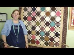 Jenny shows how to make a cute snowball quilt using charm squares. This video features the Amalie line by Robert Kaufman Fabrics (now sold out), but you can use any charm pack you want. Missouri Quilt Tutorials, Quilting Tutorials, Msqc Tutorials, Quilting Tips, Charm Pack Quilts, Charm Quilt, Jenny Doan Tutorials, Easy Quilts, Star Quilts