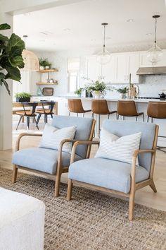 Home Living Room, Living Room Designs, Living Room Decor, Living Spaces, Coastal Living Rooms, Living Room Chairs, Living Room Inspiration, Home Decor Inspiration, Interiores Design