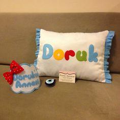 İsimli Bebek Yastığı, keçe aplike. PEMBE CAMEKAN - Keçe Tasarım Atölyesi - Hediye Dükkanı Sunglasses Case, Throw Pillows, Toss Pillows, Cushions, Decorative Pillows, Decor Pillows, Scatter Cushions