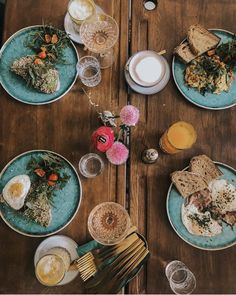 1000things.at präsentiert euch neue Frühstückslokale in Wien, die mit zahlreichen Köstlichkeiten und tollem Ambiente auf euch warten. Lokal, Brunch, Table Settings, Instagram, Rainy Weather, Waiting, Sunday, Amazing, Tips
