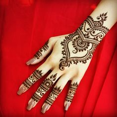 My personal favorite! You can never go wrong with a red backdrop.  #henna #hennainspire #hennapro #torontoartist #toronto #hennaartist #hennalove
