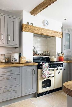B&Q Cooke & Lewis shaker kitchen in gray 23 Charming Cottage Kitchen Design and Adorning Concepts that Will Carry Coziness to Your Residence You don't. Home Decor Kitchen, Interior Design Kitchen, New Kitchen, Kitchen Dining, Kitchen Cabinets, Cosy Kitchen, Kitchen Grey, Decorating Kitchen, Cream And Wood Kitchen