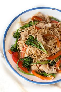 Chicken Chow Mein, Chow Chow, Japchae, Food Porn, Ethnic Recipes, Chinese, Treats, Chinese Language