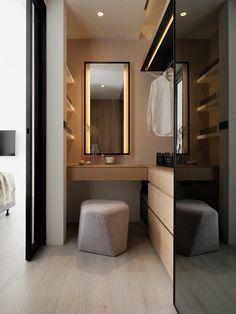 I've been spotting some fantastic DIY vanity mirror recently. Here are 17 ideas of DIY vanity mirror to beautify your room Diy Vanity Mirror, Diy Bathroom Vanity, Bathroom Closet, Closet Bedroom, White Bathroom, Bathroom Lighting, Bathroom Storage, Bathroom Mirrors, Bathroom Cabinets