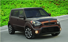 As published in the Auto Guide 2012The Soul has had undeniable success during his arrival on the market in 2009. It was the first time the public knew such enthusiasm for a vehicle of this manufacturer. The very playful silhouette of this compact SUV fell into the eye of the people. While the Nissan Cube gave into caricature, the Soul was funky enough to be different, but never exceed the limits.   #2012 2012 Kia Soul: Mr. Cool #auto #autoes #car #cars guide #The Car Guide