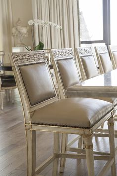 Each piece in Ebanista's collection is a work of art, with a luxurious handcrafted quality. Gorgeous silhouettes, exquisite finishes, special little details. Country Interior Design, Classic Interior, Home Icon, City Living, Classic House, Bars For Home, Contemporary Furniture, Dining Chairs, Dining Rooms