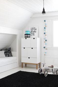 white scandinavian style kids room. adorable!! // Niin se vauva-aika hurahti ohi ja nyt täällä pyörii touhukas taapero! Aika…
