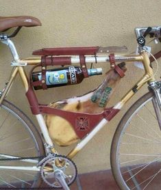 There are at least 2 great reasons to do your own bike repairs. Commonly known as DIY (do it yourself) bike repair, one of the main reasons is to simply save Photo Velo, Velo Retro, Leather Bicycle, Cargo Bike, Bicycle Accessories, Gym Humor, Bike Design, Cycling Outfit, Road Bike