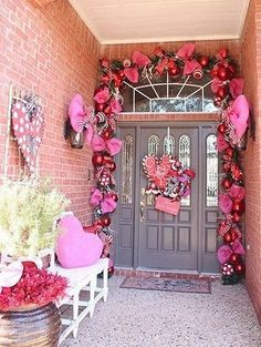 Cool 36 Cozy Outdoor Valentine Decoration Ideas. More at https://homedecorizz.com/2018/01/16/36-cozy-outdoor-valentine-decoration-ideas/