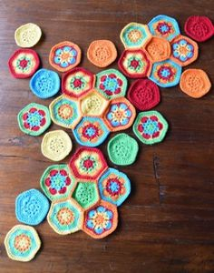 Gratis patroon African Flower bal. - Hobby Gigant Crochet Baby Toys, African Flowers, Flower Ball, Flower Power, Knitting, Inspiration, Amigurumi, Ganchillo, Infant Crafts