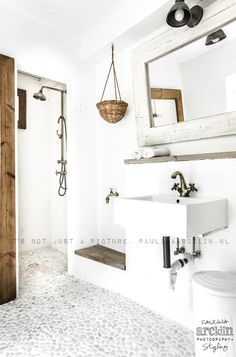 Ideas for bathroom design modern stones pebble floor Master Bathroom Plans, Small Bathroom, Natural Bathroom, Bathroom Mirrors, Downstairs Bathroom, Modern Bathroom Design, Bathroom Interior Design, Modern Bathrooms, Dream Bathrooms