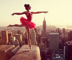 Si la danse fascine autant les photographes, c'est que cette discipline mélange comme aucune autre l'art et la performance sportive, que l'on parle de danse cl