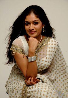 http://aplivenews.com/entertainment/meghana-raj-in-white-saree-photoshoot-pics/
